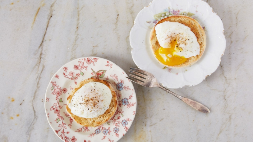 Poached eggs with English muffins, a cooking process that's simple to master.