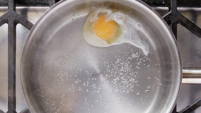 poaching egg in water